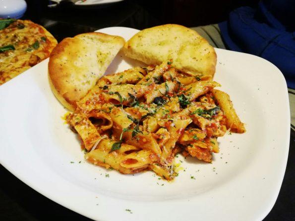 THE URBAN CAFE YOGILICIOUS - Arrabiata Pasta