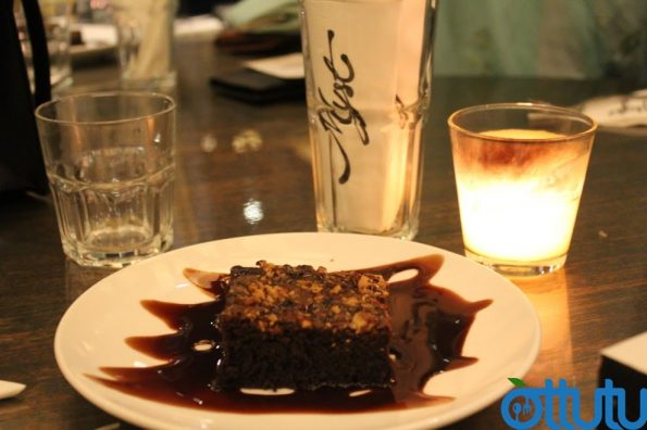 Myst Cafe - Walnut Brownie